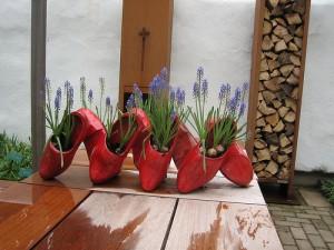 Clogs as plant pots by nanimo
